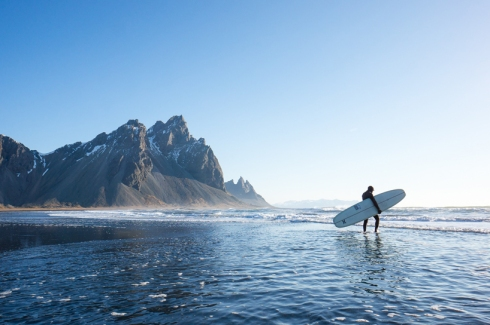 chris-burkard-icelandic-surfing-series07