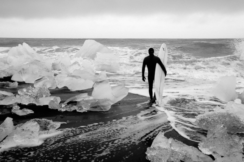 chris-burkard-icelandic-surfing-series09