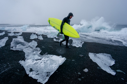 chris-burkard-icelandic-surfing-series11